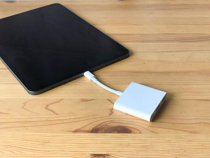 iPad ProとAppleのUSB-Cハブ