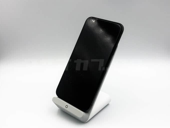 iPhoneXを置いたAnkerPowerWave7.5Stand