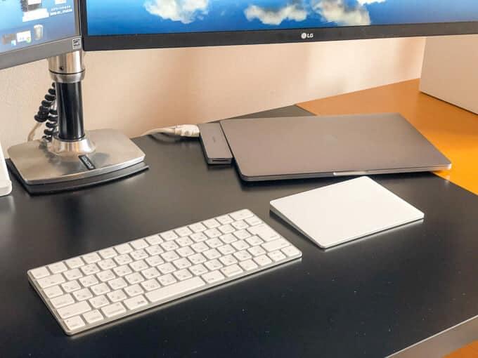 MacBook縦置きスタンド