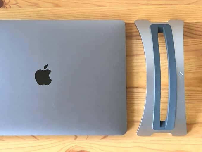 MacBook ProスペースグレーとBookArcスペースグレーの質感