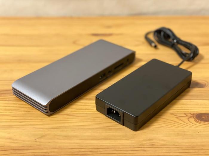 トリプルディスプレイCalDigit USB-C Pro DockACアダプタが小さい