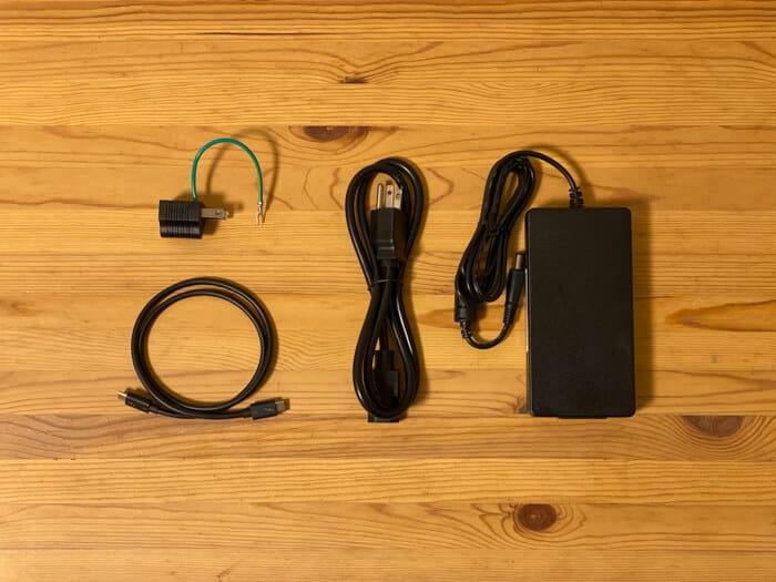 トリプルディスプレイCalDigit USB-C Pro Dock付属品