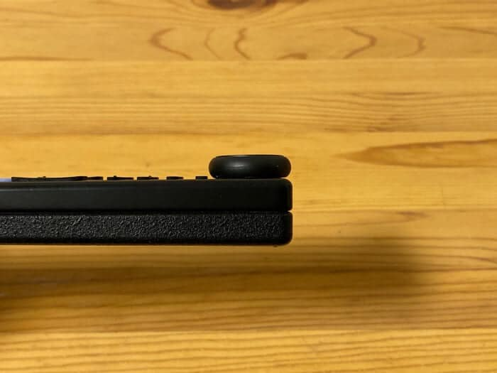 Tile Sticker レビューリモコンに貼り付けると厚みが目立つ