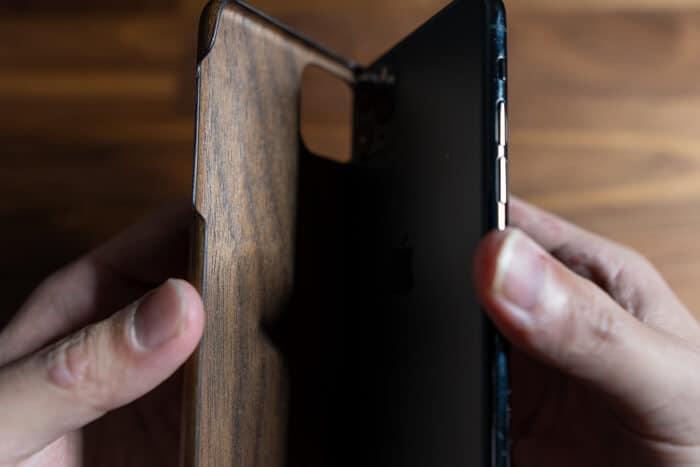 木製iPhoneケースをiPhone11 Proに装着