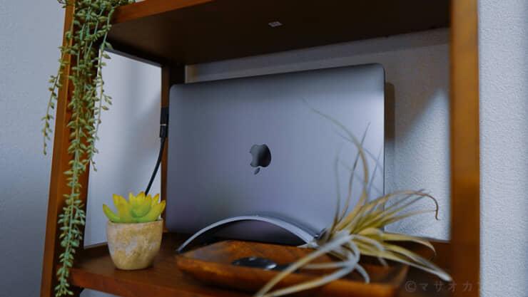 MacbookProを棚に設置